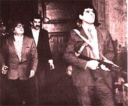 Una de las últimas imágenes de Salvador Allende, viendo como la aviación les bombardeaba
