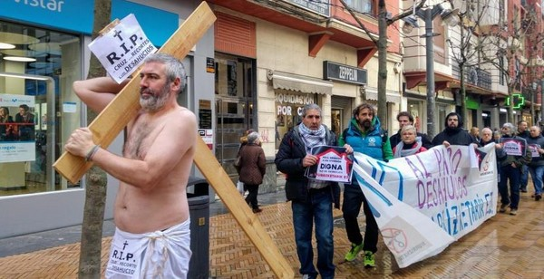 Via crucis contra los Desahucios y los recortes sociales en Barakaldo