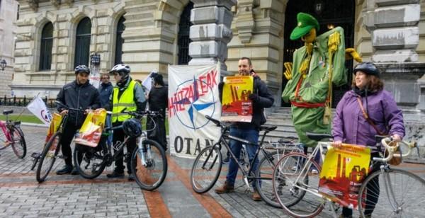 Momento de la presentación de las movilizaciones antimilitaristas en Bizkaia