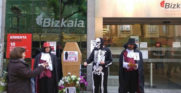 Mesa informativa dentro de la campaña de objeción fiscal en Barakaldo