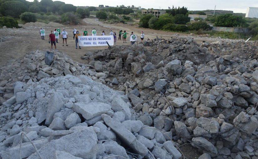 Exigimos al alcalde responsabilidades por la inacción municipal ante la escombrera del Rancho Linares