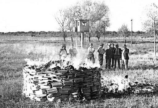 1º de Julio 2019  Boletín Nº 189 de la CEAM. Imagen: La dictadura quema libros