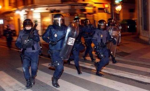El Partido Comunista de Aragón, condena contundentemente la actitud de las  Unidades  de Intervención Policial  de  la  Policía  Nacional,  a  las  órdenes  del  Delegado del Gobierno en Aragón, Gustavo Alcalde.